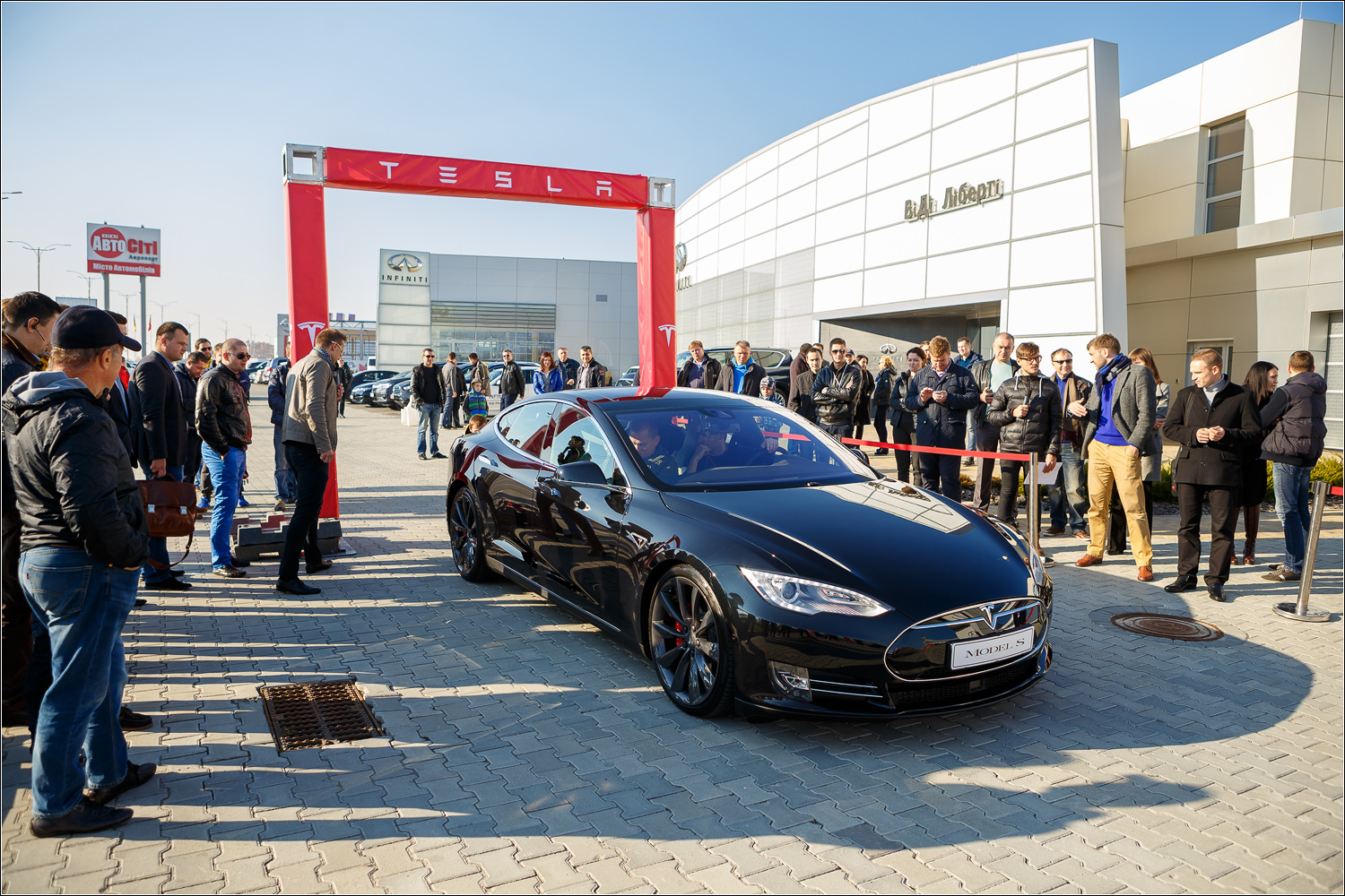 The worlds fastest electric car - Benish Gps And The Fastest Electric Car In The World Tesla Model S Presentation
